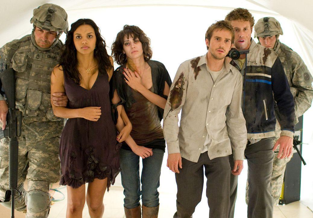 Als das Militär die Freunde Rob (Michael Stahl-David, 3.v.r.), Lily (Jessica Lucas, 2.v.l.), Marlena (Lizzy Caplan, 3.v.l.) und Hud (T.J. Miller, 2... - Bildquelle: Paramount Pictures