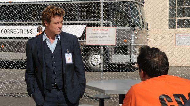 Patrick Jane (Simon Baker, r.) besucht den Inhaftieren Jared Renfrew (Todd St...