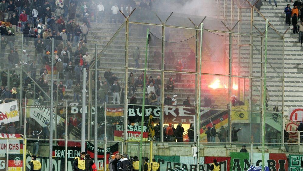 Keine Verurteilung für deutsche Hooligans - Bildquelle: FIROFIROSID