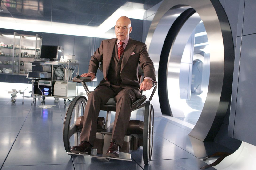Professor Charles Xavier (Patrick Stewart) steht vor einer schwierigen Entscheidung. Mutantin Jean hat ihre Kräfte nicht unter Kontrolle und handelt... - Bildquelle: 2006 Twentieth Century Fox Film Corporation.  All rights reserved.   X-MEN all character names and their distinctive likenesses: TM &   2006 Marvel