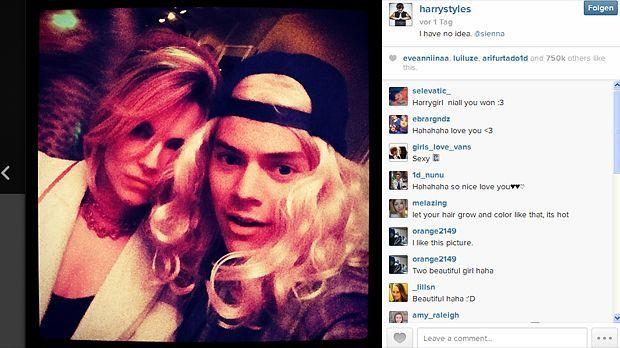 Ein Goldlöckchen namens... - Bildquelle: Instagram/Harry Styles