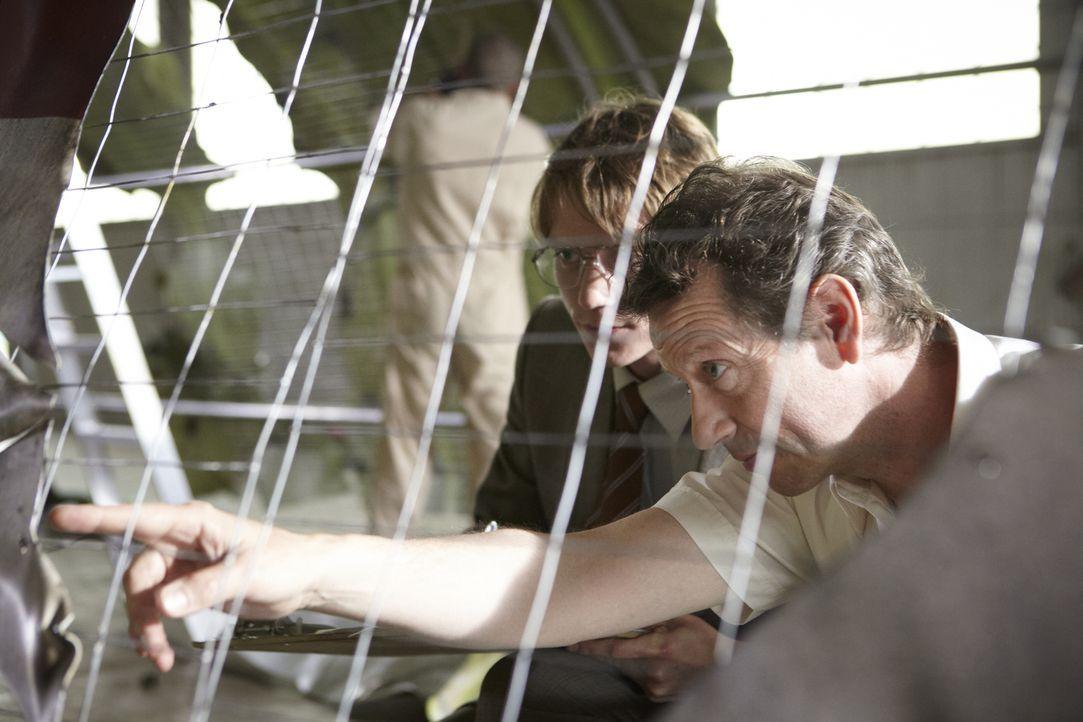 Frank Taylor (Clive Walton, r.) - Bildquelle: Ian Watson Cineflix 2013/Ian Watson