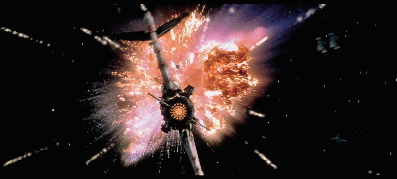 Als die Jupiter 2 von ihrem geplanten Kurs abkommt, beginnt eine gefährliche Odyssee durch die unendlichen Weiten des Weltalls ... - Bildquelle: New Line Cinema