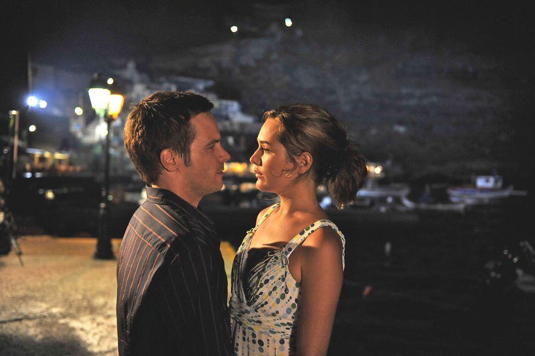 Tim (Wanja Mues, l.) bittet Vanessa (Alissa Jung, r.) noch einmal, seine Frau zu werden. Kann sie ihm verzeihen und - will sie Tim überhaupt noch ..... - Bildquelle: Hardy Brackmann Sat.1