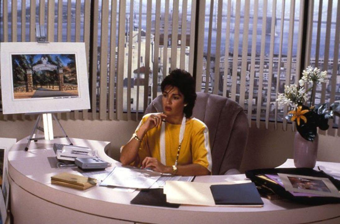 (5. Staffel) - Cassandra Wilder (Anne Archer) ist es endlich gelungen, sich an die Spitze von Falcon Crest zu setzen ... - Bildquelle: 1985   Warner Brothers