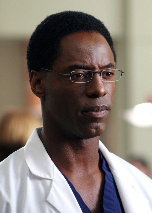 Burke (Isaiah Washington) ist enttäuscht von Cristina, da sie ihn wegen ihrer Beziehung zu Dr. Colin Marlow angelogen hat ... - Bildquelle: Touchstone Television