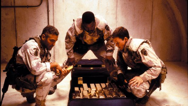 Am Ende des Golfkrieges 1999 finden die Soldaten Archie (George Clooney, l.),...
