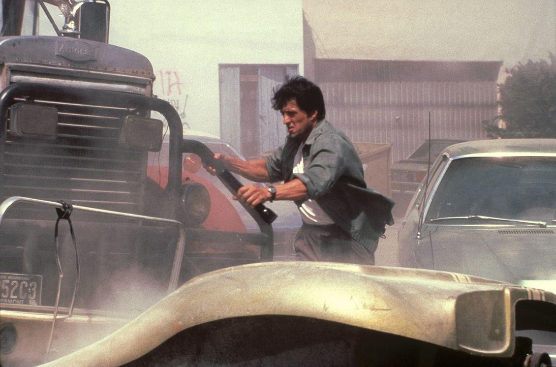 Der raubeinige Trucker Lincoln Hawk (Sylvester Stallone) macht sich auf den Weg nach Las Vegas, wo er an der Weltmeisterschaft für Armdrücken teil... - Bildquelle: Warner Bros.