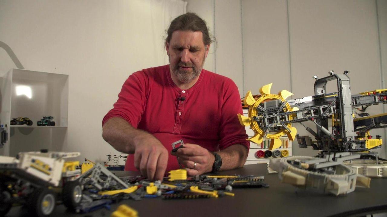 """Wir alle haben in unserer Kindheit mit den bunten Klötzchen gespielt - und manche lässt die Lego-Liebe auch im Erwachsenen-Alter nicht los. """"Abenteu... - Bildquelle: kabel eins"""