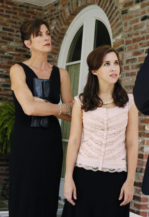 Führen ein sorgenfreies Leben, bis ihr Ex-Mann, beziehungsweise ihr Vater stirbt: Barbara (Wendie Malick, l.) und ihre Tochter Olivia (Lacey Chabert... - Bildquelle: ABC Family