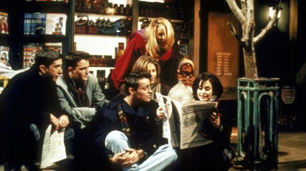 Monica (Courteney Cox, r.) liest ihren Freunden (v.l.n.r.) Ross (David Schwim...