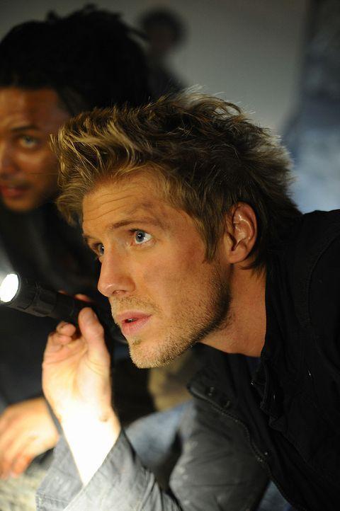 Auf der Suche nach Malcolm: Sully (Matt Barr) glaubt nicht, dass er ohne seine Sachen die Insel verlassen hat ... - Bildquelle: 2009 CBS Studios Inc. All Rights Reserved.
