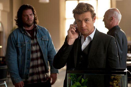The Mentalist - Patrick Jane (Simon Baker, M.)  ist dem Serienmörder Red John...