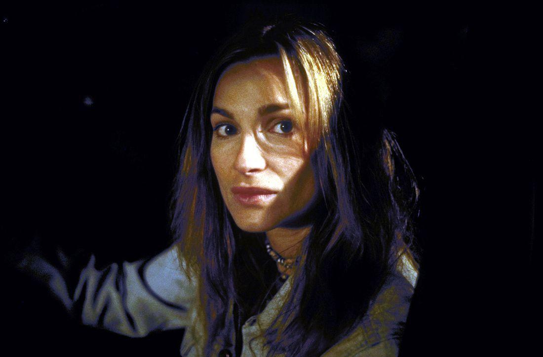 """Für Corinna (Alexandra Kamp) ist der Sieg in dem Internet-Spiel """"Thrill"""" zum Greifen nahe. Nur noch ein Mitspieler ist im Rennen - doch dieser ist... - Bildquelle: Leslie Haslam ProSieben"""