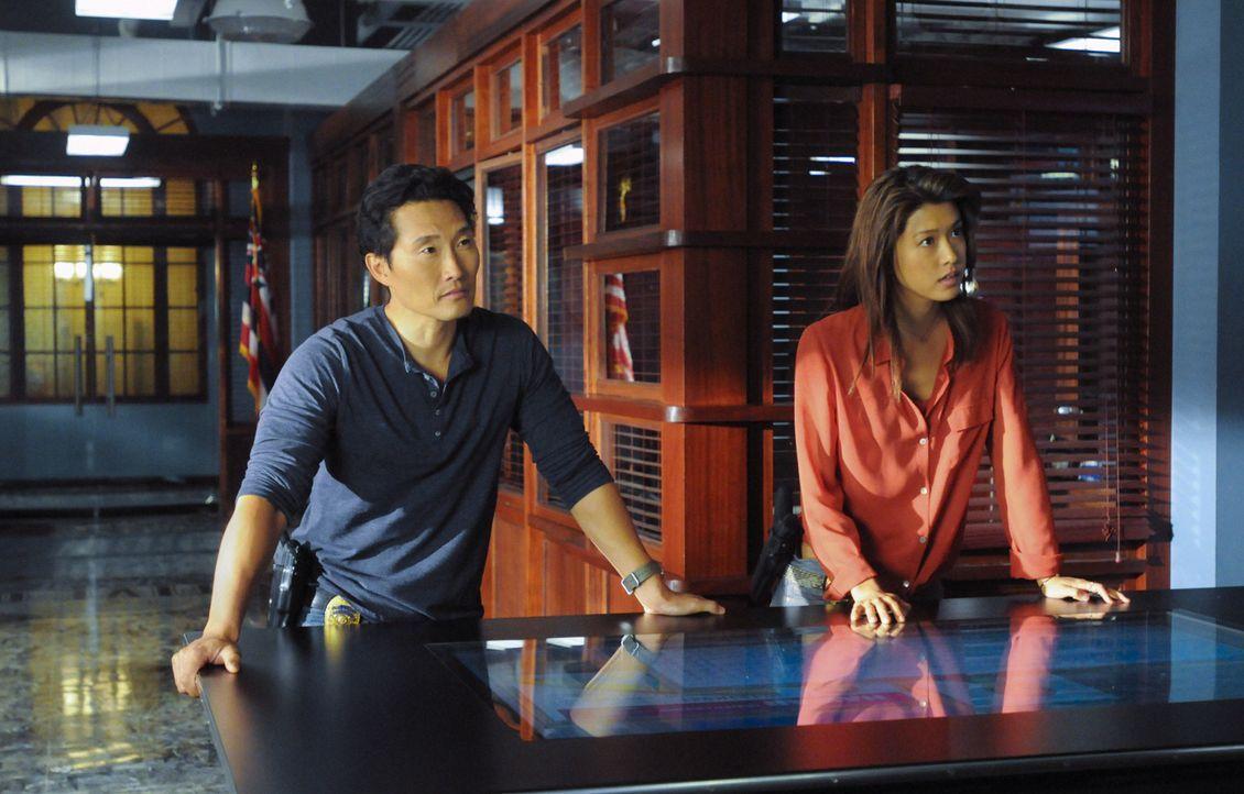 Der junge Hacker Zack, wird entführt und ermordet. Chin (Daniel Dae Kim, l.), Kono (Grace Park, r.) und das restliche Team versuchen, den Mörder z... - Bildquelle: 2012 CBS Broadcasting, Inc. All Rights Reserved.