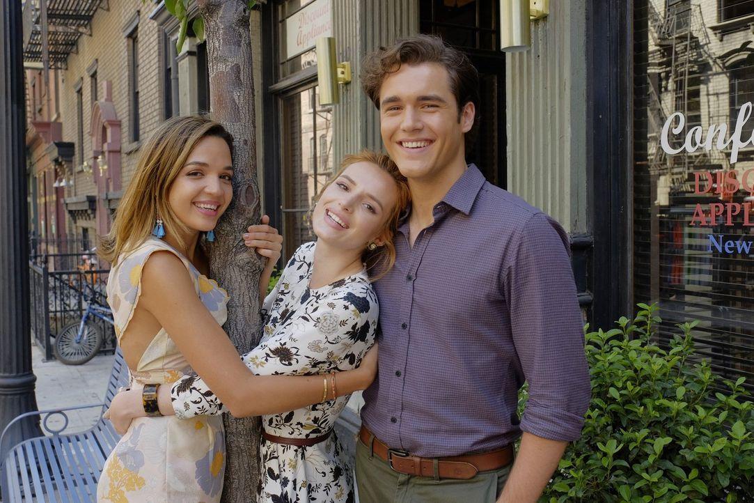 Paige (Bella Thorne, M.) bemerkt, dass sie mit der Situation überfordert ist und hofft nun auf die Hilfe ihrer besten Freunde. Können Cassandra (Geo... - Bildquelle: Warner Bros.