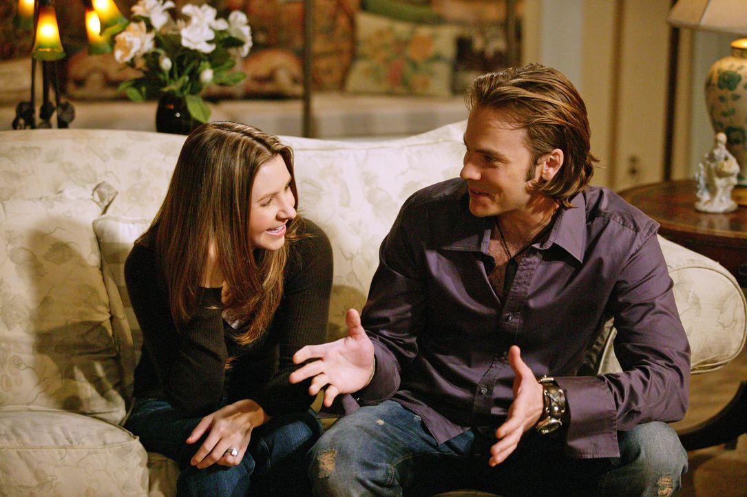 Matt (Barry Watson, r.) taucht überraschenderweise zu Hause auf, während Lucys (Beverley Mitchell, l.) Umzugspläne mit ihrem Ehemann wieder in weite... - Bildquelle: The WB Television Network