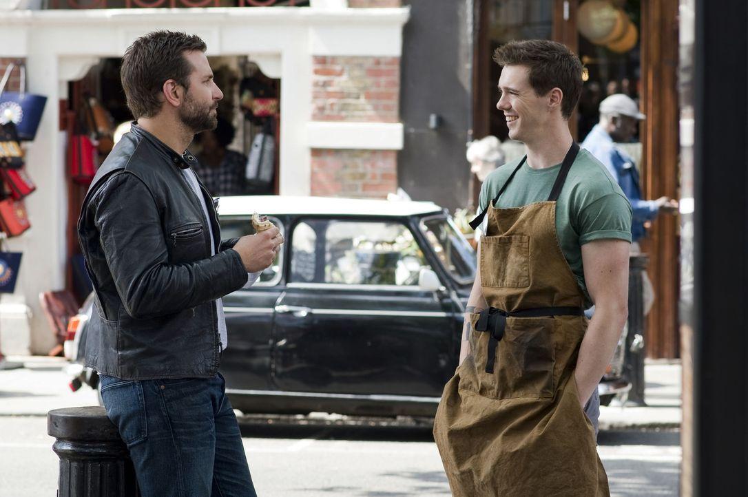 Um seine Vision vom dritten Michelin-Stern zu realisieren, holt Adam (Bradley Cooper, l.) Burger-Brater David (Sam Keeley, r.) in sein Team. Kann si... - Bildquelle: Alex Bailey 2014 The Weinstein Company. All rights reserved.