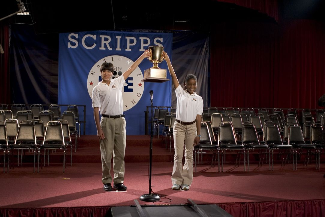Akeelah (Keke Palmer, r.) hat es tatsächlich ins Finale des Scripps National Spelling Bee - Wettbewerbs geschafft ... - Bildquelle: Copyright   2006 Lions Gate Films Inc. and 2929 Productions LLC. All Rights Reserved.