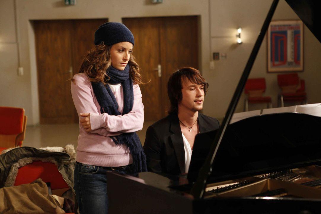 Schaffen es Bea (Vanessa Jung, l.) und Ben (Christopher Kohn, r.), neutral miteinander umzugehen? - Bildquelle: SAT.1