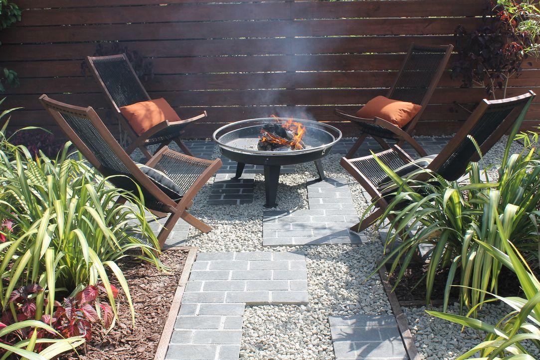 Ein neuer Zaun, eine Kochecke, einen Gemüsegarten und einen Ort zum Entspannen, all das plant Landschaftsgärtnerin Sara Bendrick für den Garten von... - Bildquelle: 2014, DIY Network/Scripps Networks, LLC. All Rights Reserved.