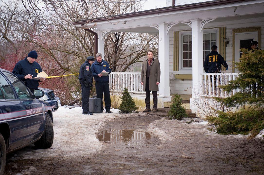 Dr. Hannibal Lecter (Mads Mikkelsen, 4.v.l.) hat endlich sein Ziel erreicht ... - Bildquelle: Brooke Palmer 2013 NBCUniversal Media, LLC