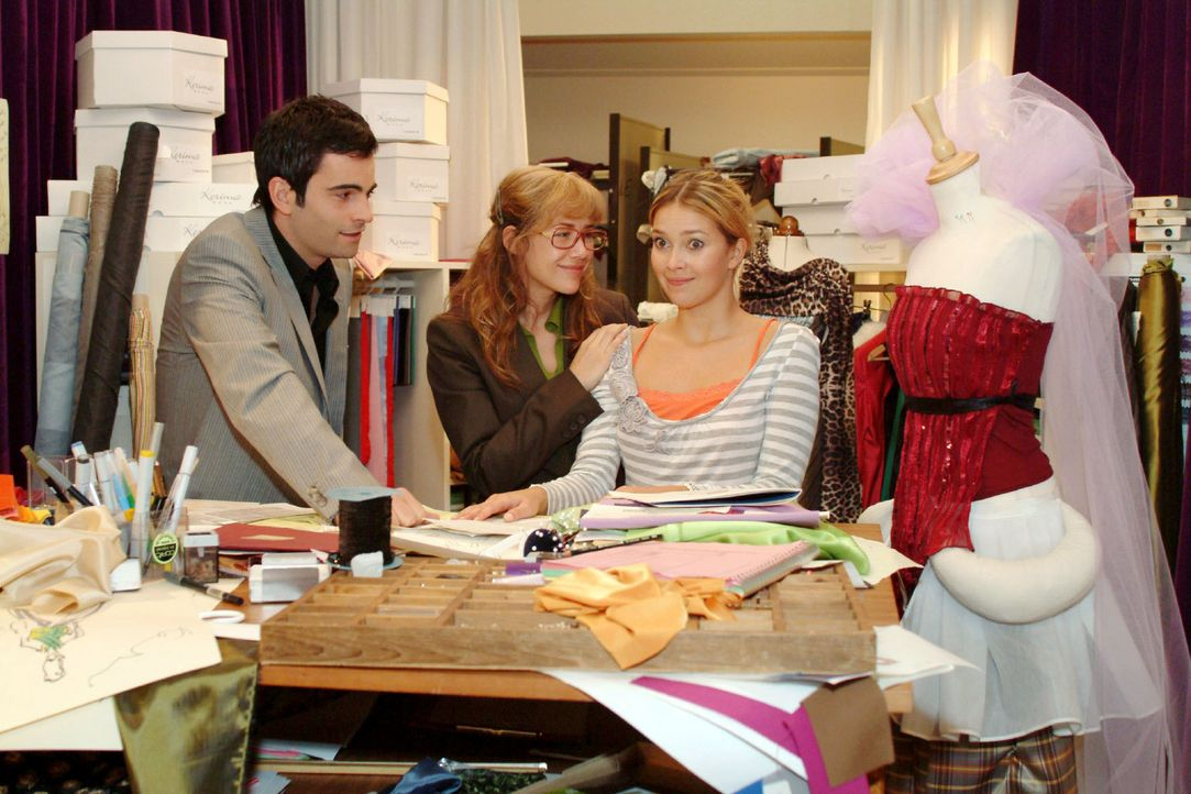 Lisa (Alexandra Neldel, M.) und David (Mathis Künzler, l.) gelingt es, Hannah (Laura Osswald, r.) davon zu überzeugen, dass sie es schaffen wird, Hu... - Bildquelle: Noreen Flynn Sat.1