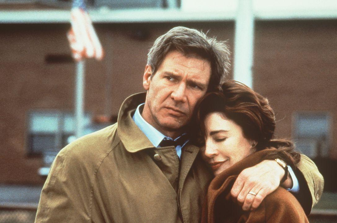 Zum Entsetzen seiner Frau Cathy (Anne Archer, r.), riskiert Jack Ryan (Harrison Ford, l.) sein Leben für seine Arbeit bei der CIA ... - Bildquelle: Paramount Pictures