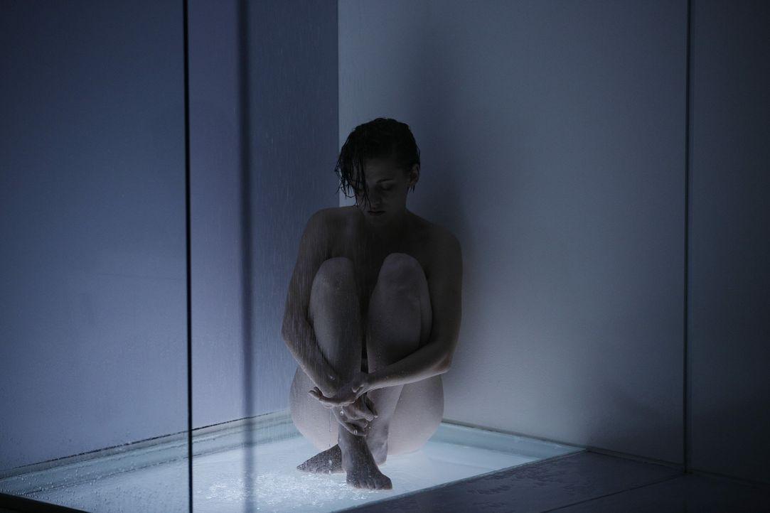 Wusste jahrelang nicht, was Wut, Trauer oder Liebe ist. Doch plötzlich wird Nia (Kristen Stewart) von einer Krankheit befallen - und kann sich verli... - Bildquelle: Koch Media GmbH