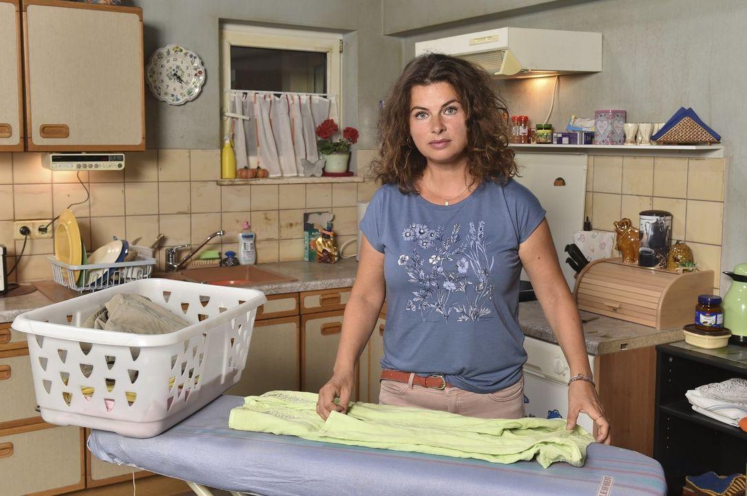 Elke (Anne Brendler) ist geschockt von ihrem Ehemann. Kann er sie zurückgewinnen? - Bildquelle: Andre Kowalski SAT.1/André Kowalski