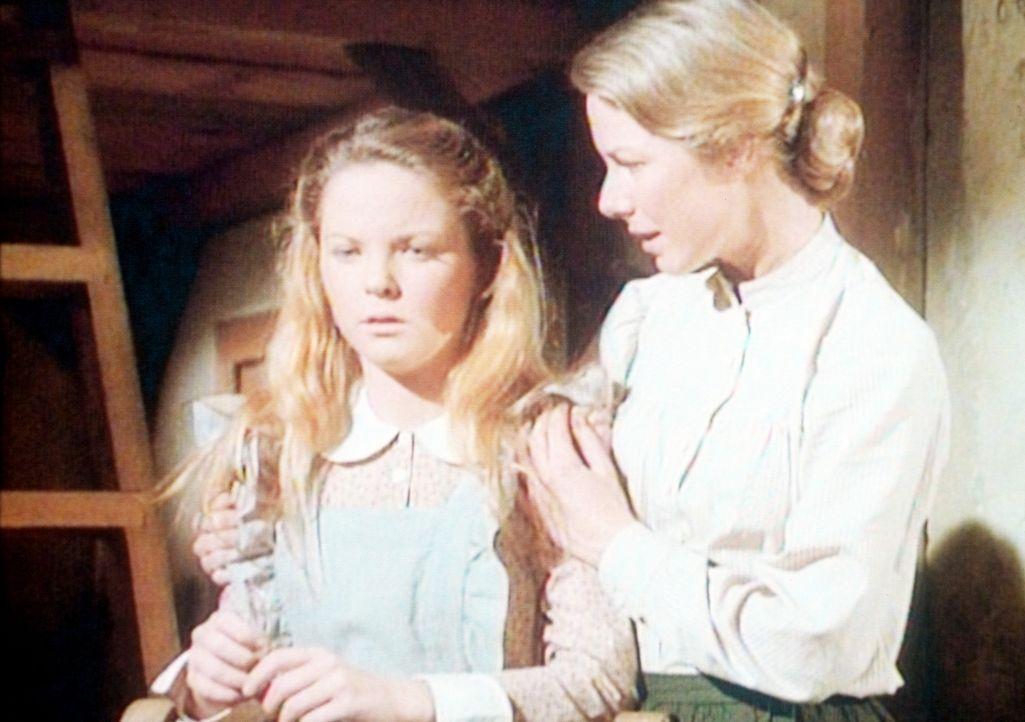 Caroline (Karen Grassle, r.) überbringt ihrer Tochter Mary (Melissa Sue Anderson, l.) die schreckliche Nachricht: Durch eine längst überstandene... - Bildquelle: Worldvision