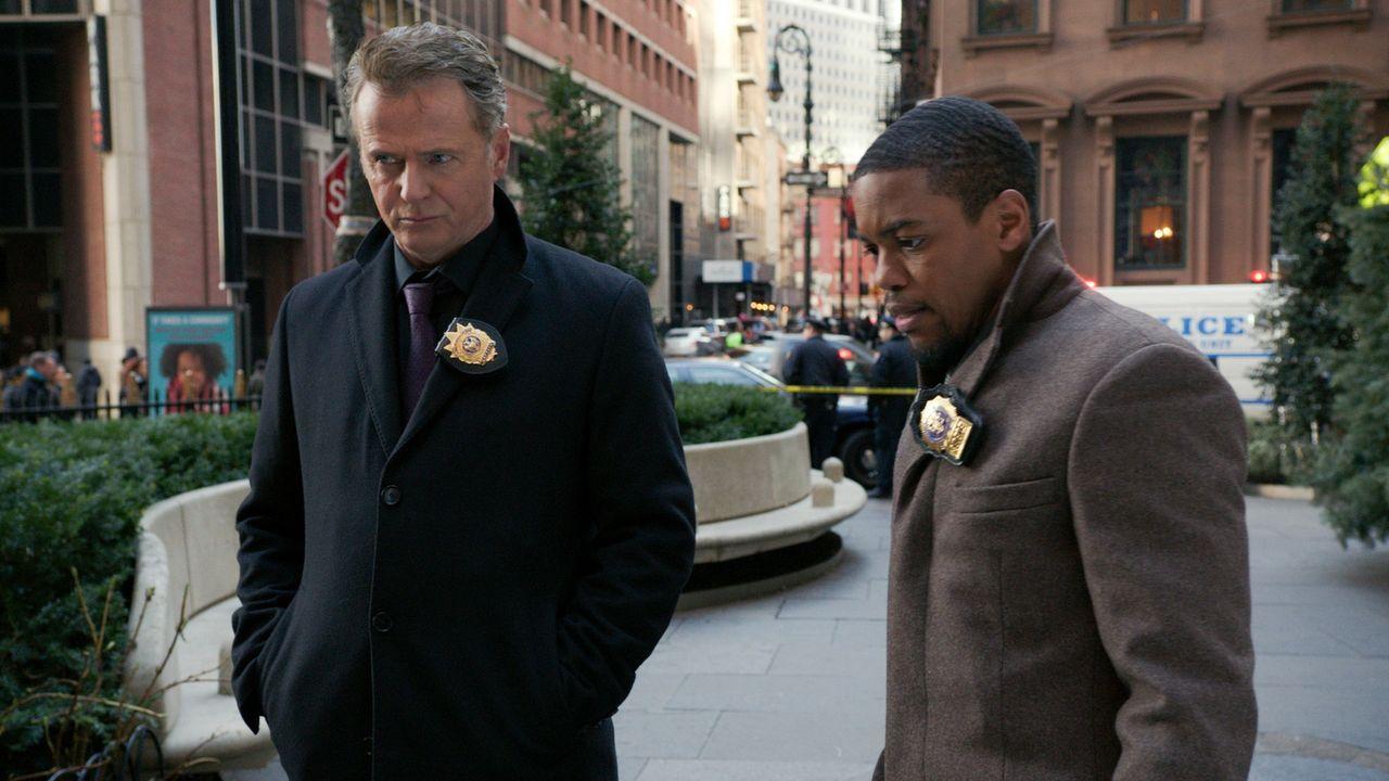 Ermitteln in einem neuen Fall: Captain Gregson (Aidan Quinn, l.) und Bell (Jon Michaell Hill, r.) ... - Bildquelle: CBS Television