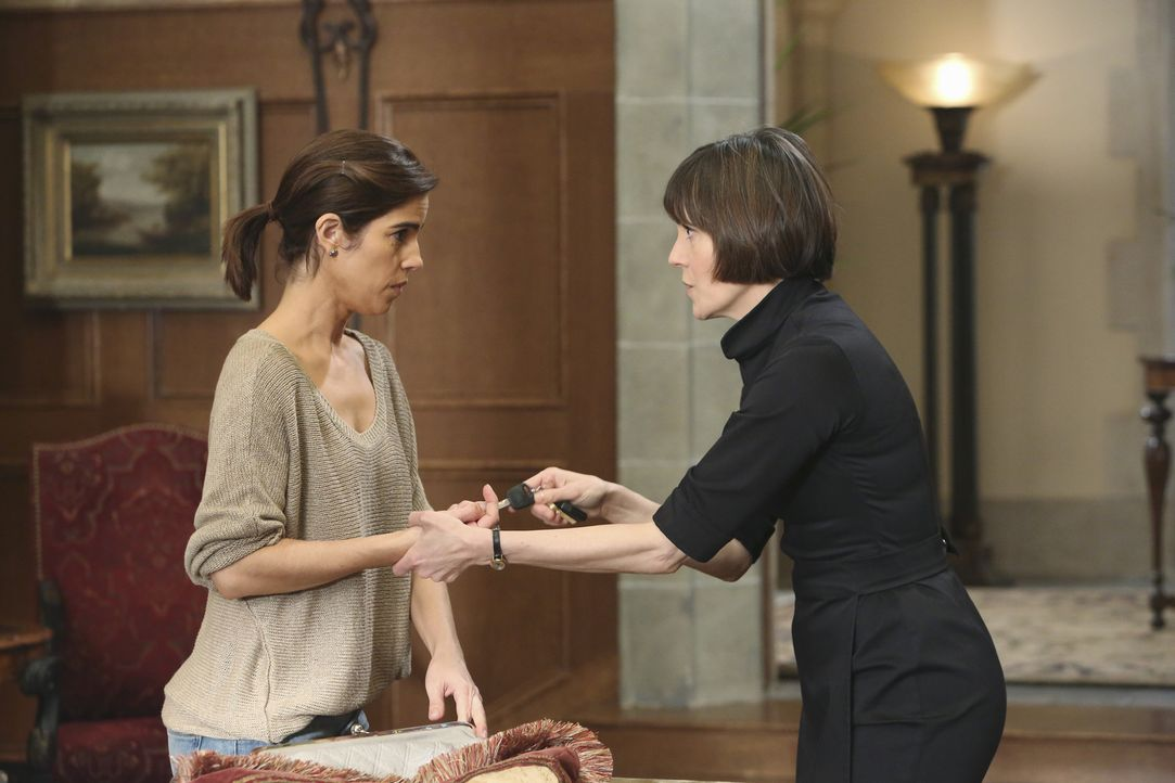 Wie lange kann Opal (Joanna Adler, r.) Marisol (Ana Ortiz, l.) das treusorgende Hausmädchen vorspielen? - Bildquelle: 2014 ABC Studios
