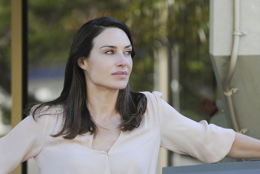 Als die ehemaligen FBI-Agentin Alicia Brown (Claire Forlani) eines Tages eine Leiche in ihrem Bett findet, ist ihr klar, dass der Fall persönlicher... - Bildquelle: Norman Shapiro 2016 CBS Broadcasting, Inc. All Rights Reserved
