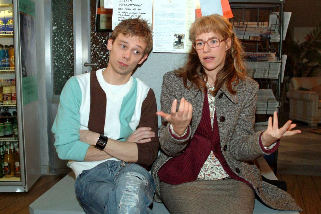 Jürgen (Oliver Bokern, l.) kann Lisa (Alexandra Neldel, r.) nicht verstehen, dass sie David Seidel immer wieder aus einer Misere heraushilft, ohne... - Bildquelle: Sat.1