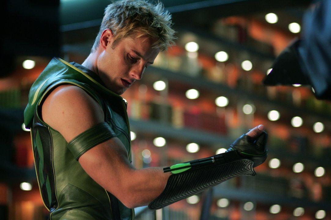 Die Superdroge, die Oliver (Justin Hartley) gegen Kugeln immun macht, verändert auch seine Persönlichkeit - und zwar nicht gerade zum besseren ... - Bildquelle: Warner Bros.