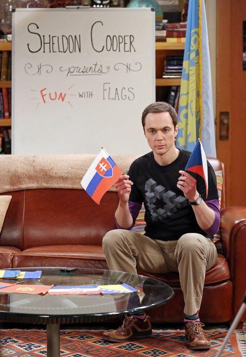 """Ganz schön gemein: Sheldon (Jim Parsons) plant Rache an Amy zu nehmen. Das beste Mittel dazu? Ihre gemeinsame Sendung """"Spaß mit Flaggen"""" ... - Bildquelle: 2015 Warner Brothers"""
