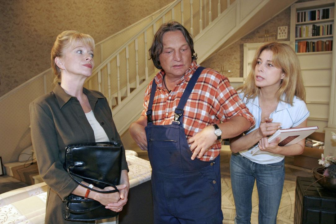 Bernd (Volker Herold, M.) ist Helgas (Ulrike Mai, l.) zickiges Verhalten gegenüber Laura (Olivia Pascal, r.) unangenehm. - Bildquelle: Noreen Flynn Sat.1