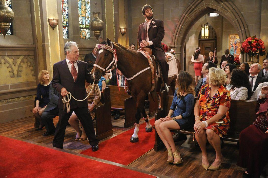 Macht die Kirche kurzerhand zu seiner Bühne: Oleg (Jonathan Kite) ... - Bildquelle: Warner Bros. Television