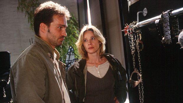 Strauch (Mathias Herrmann, l.) und Michelle (Ann-Kathrin Kramer, r.) entdecke...
