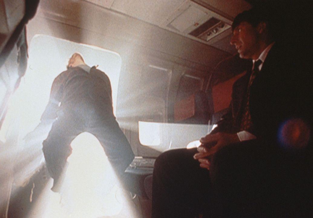Max Fenig (Scott Bellis) wird von Außerirdischen entführt ... - Bildquelle: TM +   2000 Twentieth Century Fox Film Corporation. All Rights Reserved.