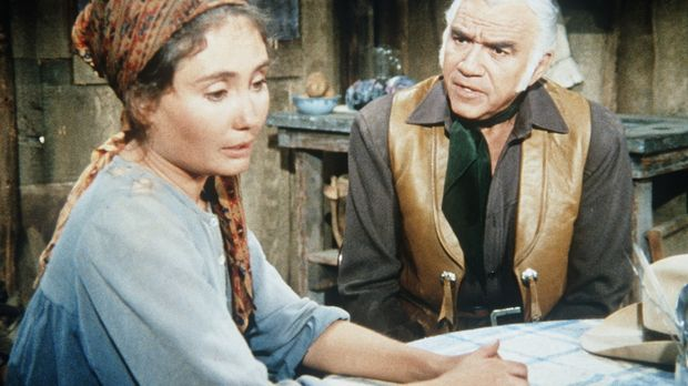 Ben Cartwright (Lorne Greene, r.) will Anna Kosovo (Kathleen Widdoes, l.), di...