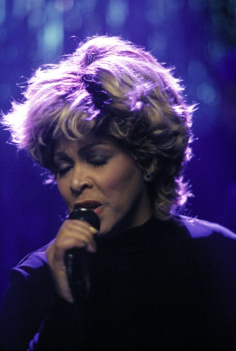 Die Kanzlei ist in heller Aufregung: Tina Turner (Tina Turner) soll in der Bar auftreten ... - Bildquelle: 2000 Twentieth Century Fox Film Corporation. All rights reserved.