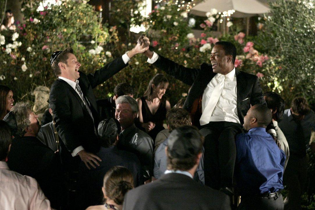 Für immer und ewig: Marco (Allan Louis, l.) und Keith (David Monahan, r.) ... - Bildquelle: Warner Bros. Television