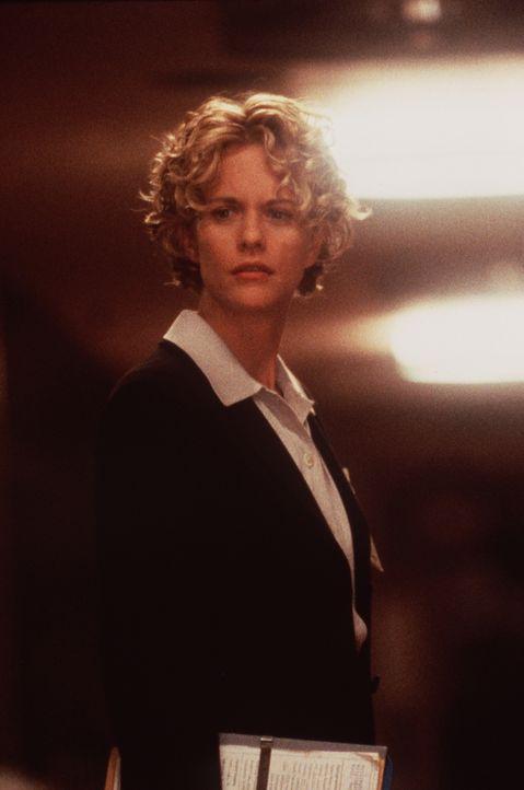 Am Tiefpunkt ihres Lebens spürt die schöne Ärztin Maggie (Meg Ryan) eine Präsenz in ihrer Nähe. Sie ahnt nicht, dass ein Engel sich für sie interess... - Bildquelle: Warner Bros.