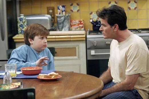 Two and a Half Men - Helfen sich gegenseitig aus der Patsche: Charlie (Charli...