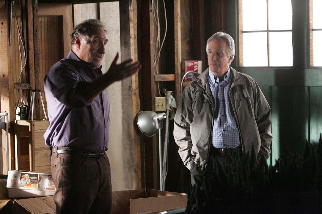 Stehen Don bei einem neuen Fall bei: Alan (Judd Hirsch, l.) und Roger Bloom (Henry Winkler, r.) ... - Bildquelle: Paramount Network Television