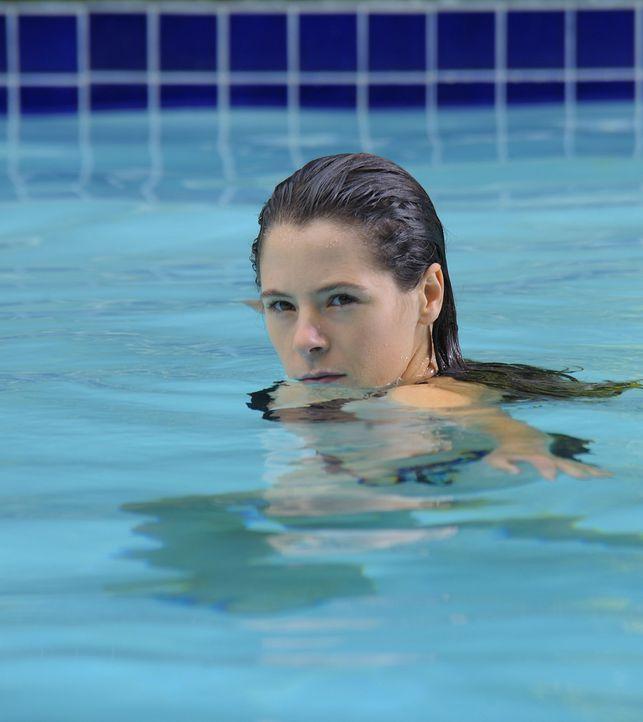 Abby (Elaine Cassidy) genießt die gemeinsamen Stunden mit den Jungs, doch schon bald erfährt sie eine schreckliche Neuigkeit ... - Bildquelle: 2009 CBS Studios Inc. All Rights Reserved.