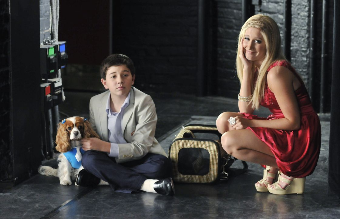 Machen sich daran, Amber das Handwerk zu legen: Sharpay (Ashley Tisdale, r.) und Roger (Bradley Steven Perry, l.) ... - Bildquelle: 2010 Disney Enterprises, Inc. All rights reserved.