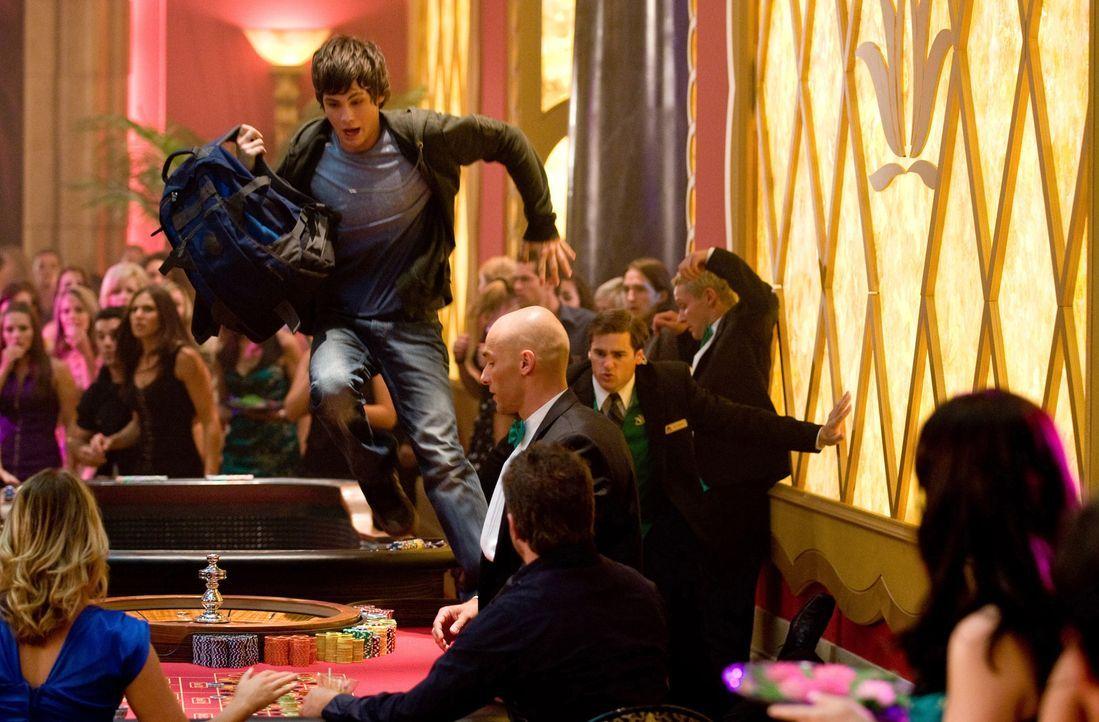 Nachdem Hades Percys (Logan Lerman) Mutter entführt hat, versucht der junge Halbgott alles, um sie aus dessen Fängen zu befreien. Ein gnadenloser... - Bildquelle: 2010 Twentieth Century Fox Film Corporation. All rights reserved.